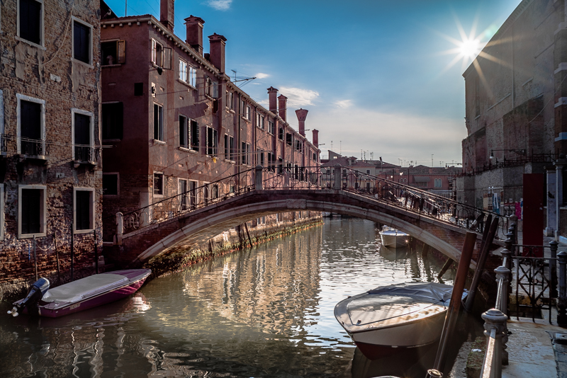 venice ultron 28mm 2.0 contra light voitglander