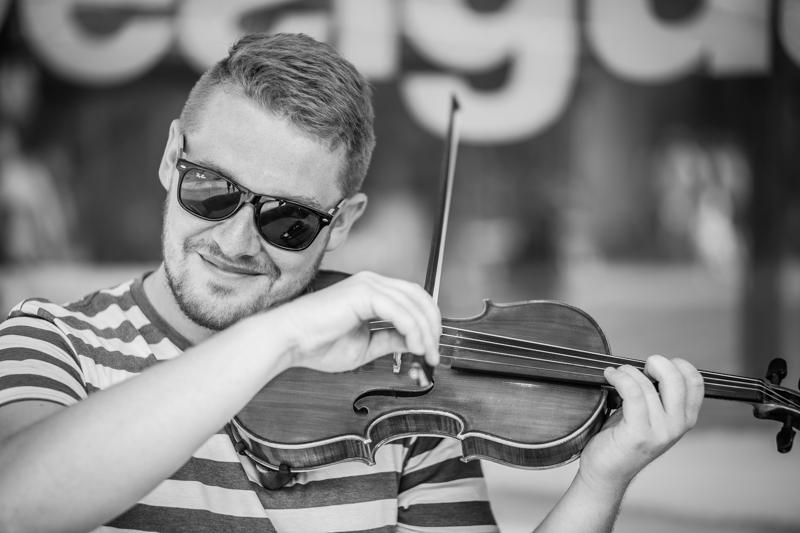 sony a7s summicron-m 90mm 2.0 a7s portrait street musician