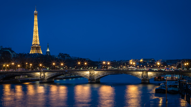 voigtlander nokton 50mm 1.5 sony a7 blue hour paris sunstars