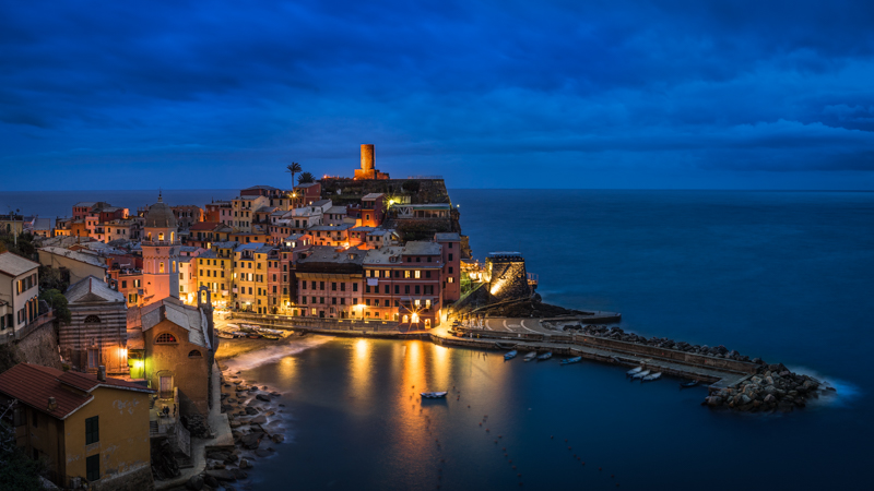 sunstars zeiss loxia 35mm 2.0 fe e blue hour vernazza italy cinque terre sony a7s