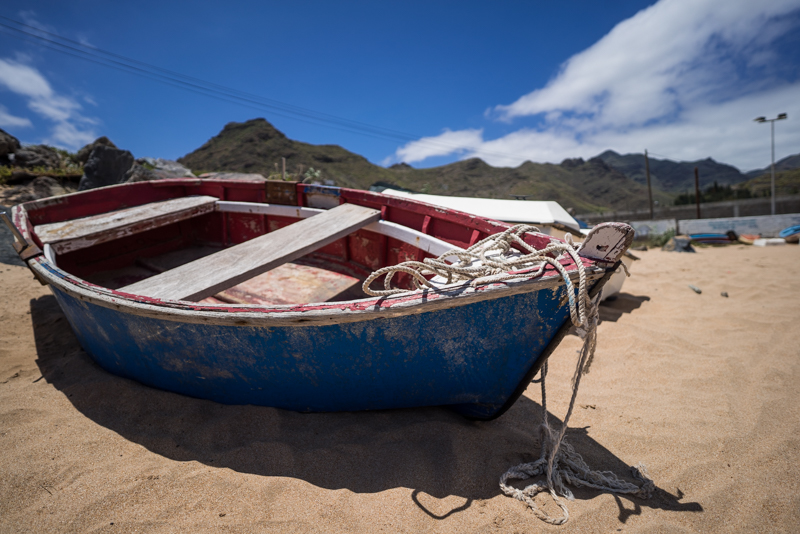 tenerife canary island zeiss batis 18mm 2.8 e mount sony a7s bokeh sparness close focus boat beach wood sand