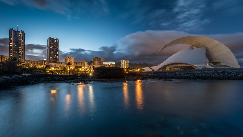 santa cruz tenerife canary island zeiss batis 18mm 2.8 e mount sony a7s panorama blue hour sunstars reflection