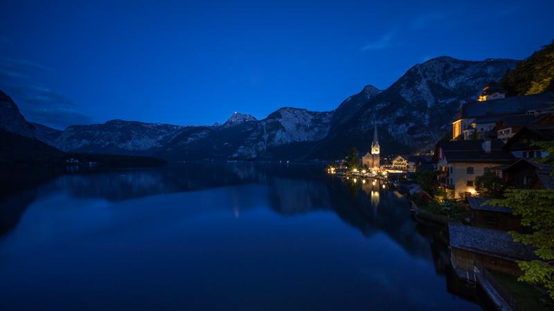 voigtlander hyper wide heliar 10mm 5.6 stuttgart sony e a7 hallstatt austria blue hour reflection church